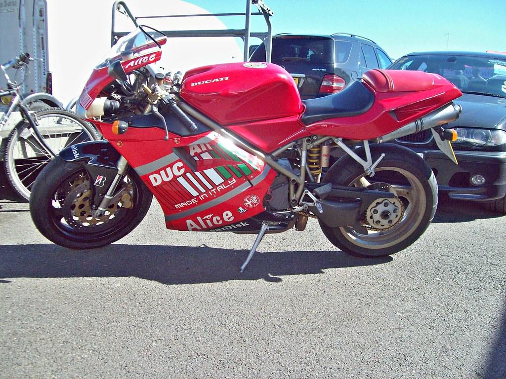 732 Ducati 748 Bi Posto 1998 Ducati 748 1994 03 Engine
