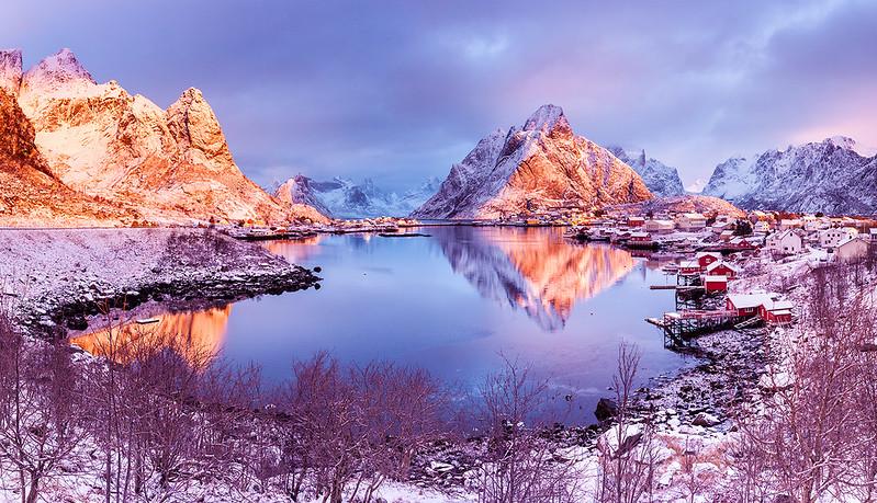 Earth Smiled Ii Reine Lofoten Norway Looking Forward