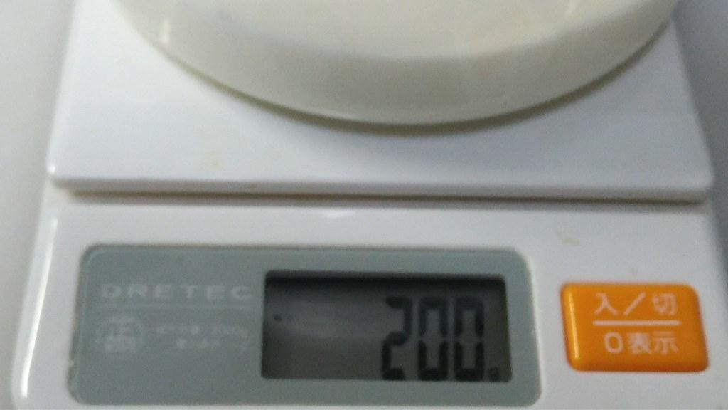 計測した牛乳200g