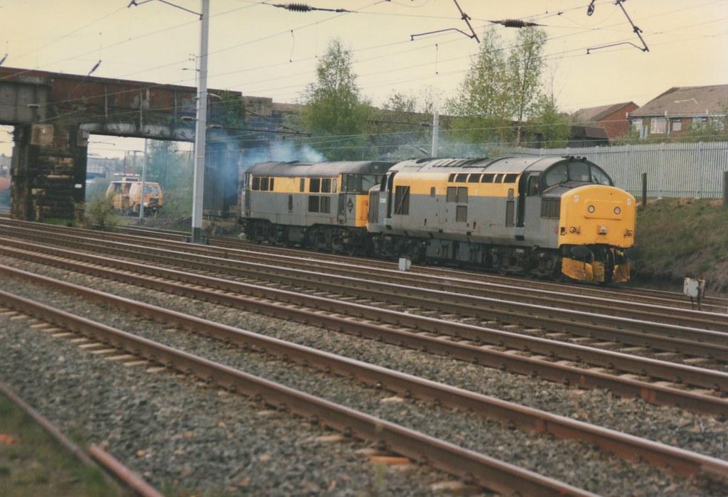 ... Civil Engineers 'Dutch' Class 37/0, 37240 & Class 31/1