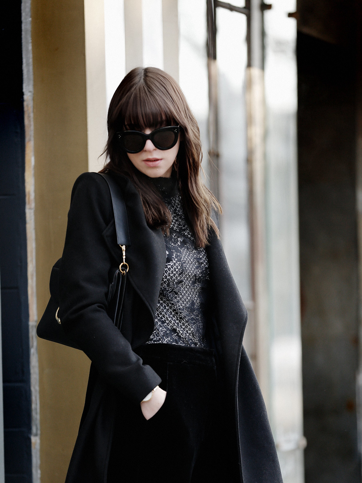 outfit black vila lace coat winter berlin j.w.anderson pierce bag céline audrey sunglasses minimal allblack clean minimal styling lookbook cats & dogs fashionblog ricarda schernus modeblogger düsseldorf 5