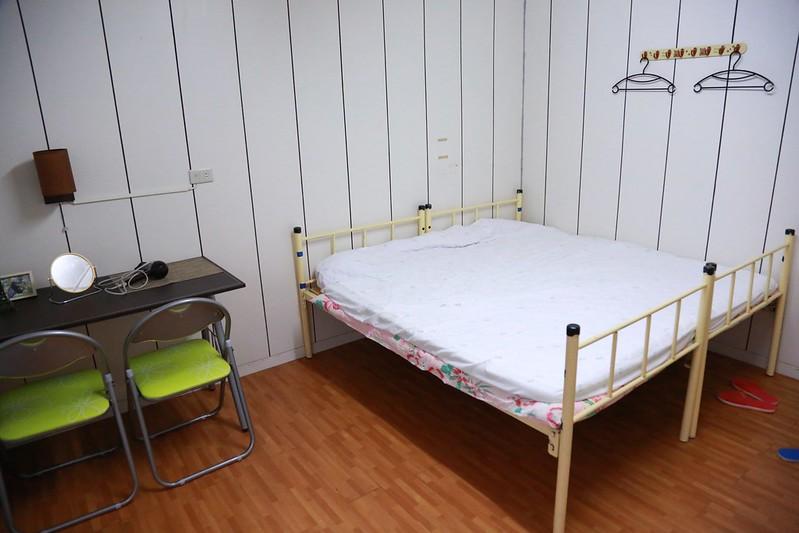 梳妝檯和床墊