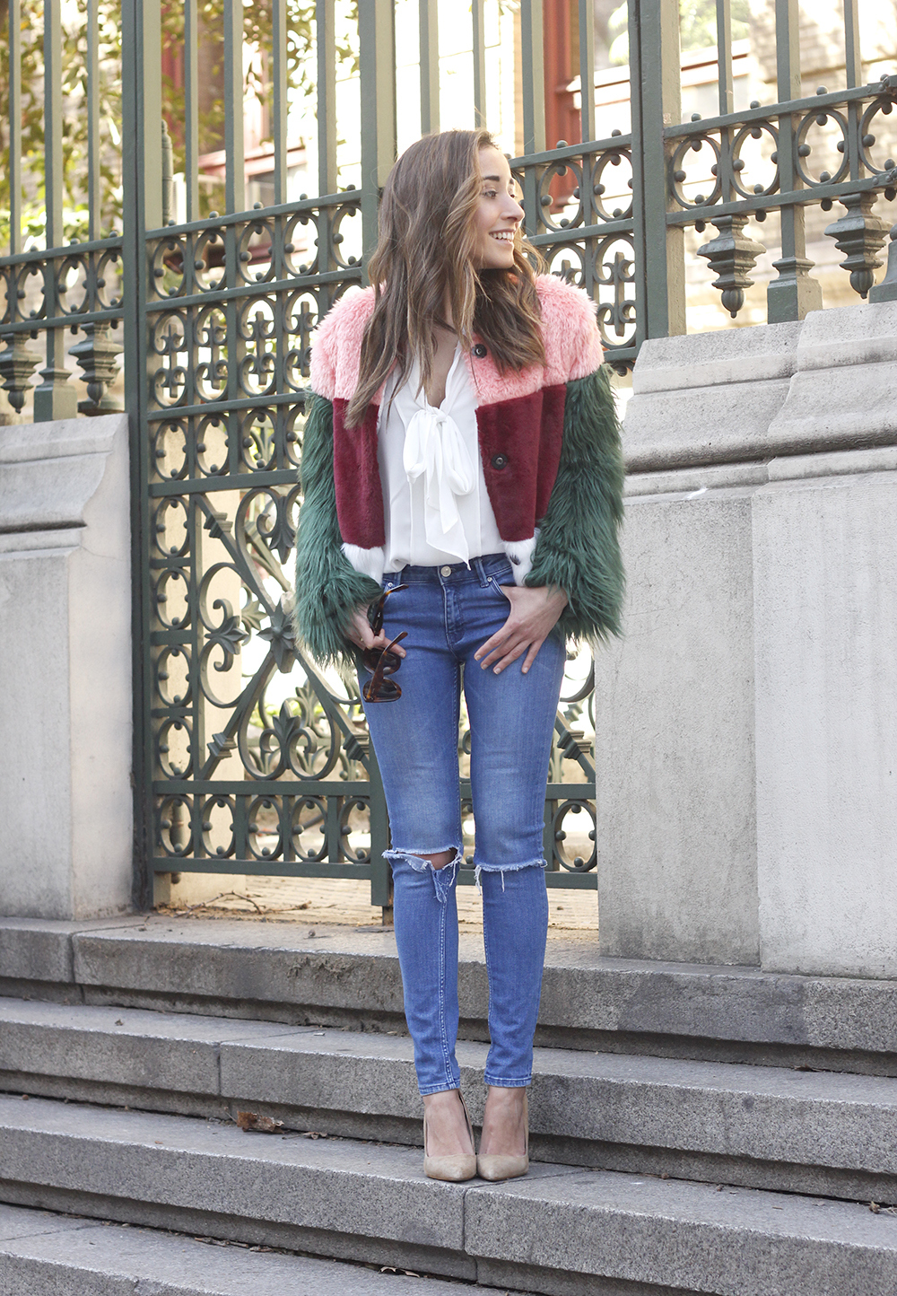 Faur fux coat white shirt ripped jeans heels street style fashion outfit access01