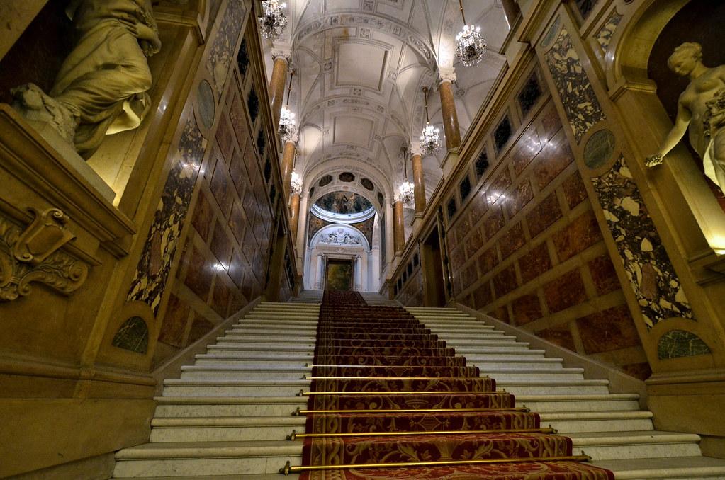L\'escalier d\'honneur. Hôtel de ville de Paris.   Le décor de…   Flickr