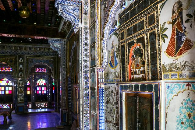 Beautiful interior of a palace in Mehrangarh Fort, Jodhpur, India ジョードプル メヘラーンガル・フォート内宮殿の豪華な内装