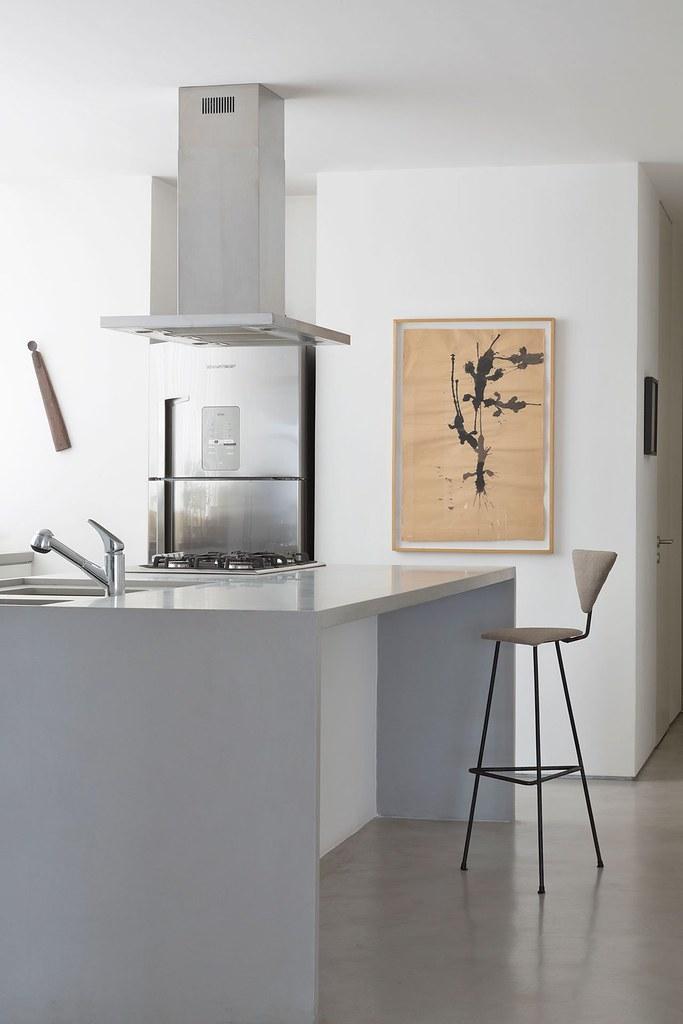 Apartment art in São Paulo by Brazilian architect Felipe Hess Sundeno_09