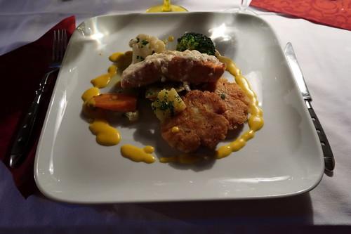 Überbackener Lachs mit Röstis und Gemüse = Fischvariante des 4. Ganges