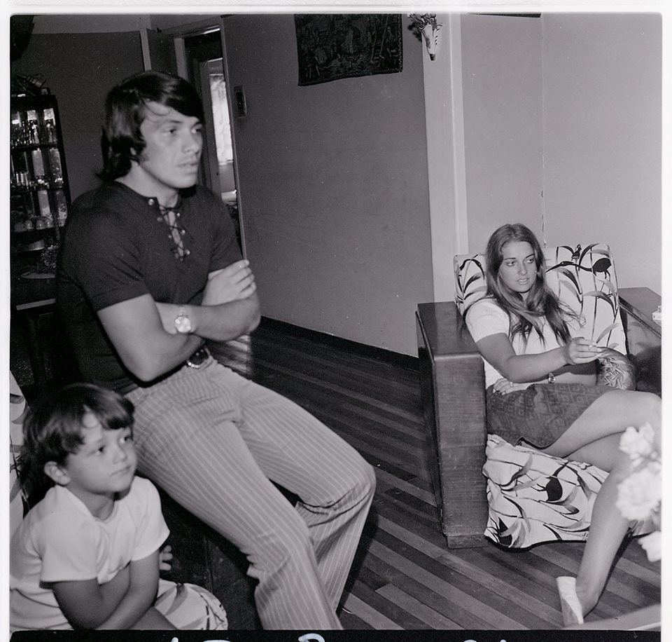 Elias Figueroa y Marcela Küpfer con su familia de paso por…