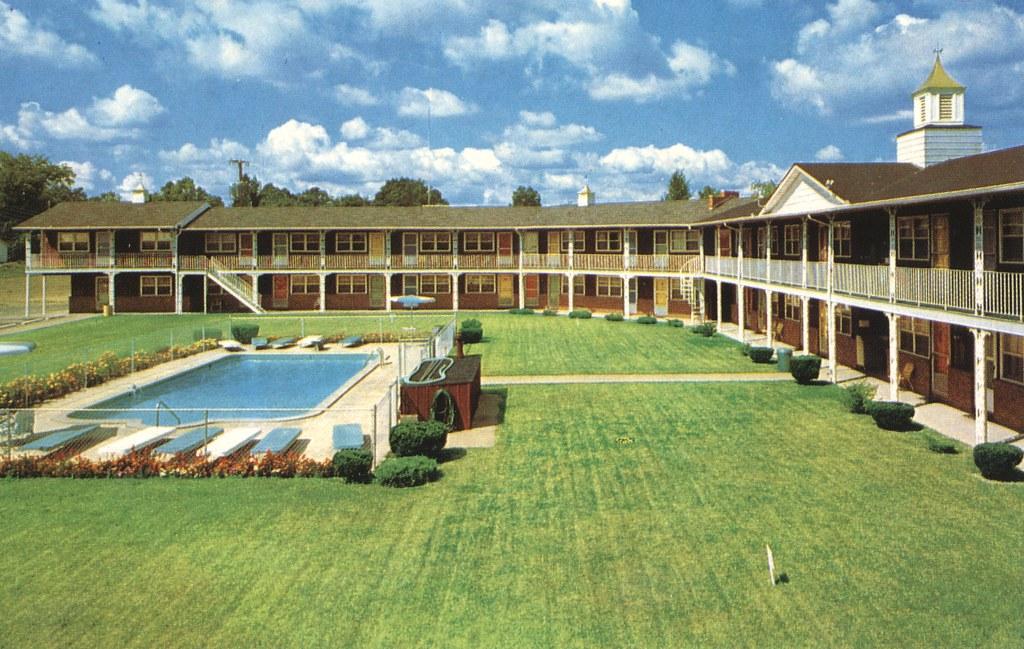 Redwood Motel - Angola, Indiana