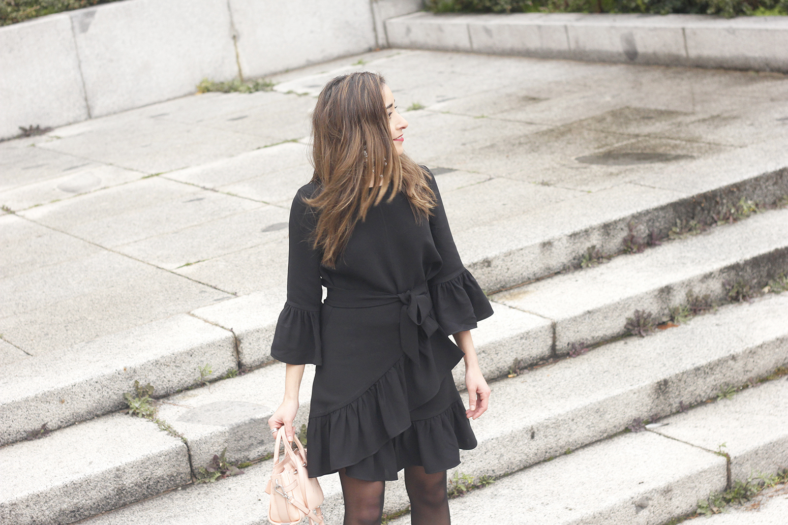 big earrings uterqüe black dress ruffles black heels style fashion outfit winter08