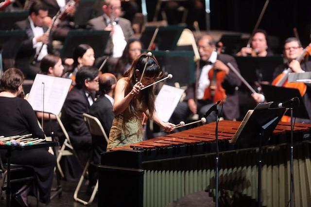 Keiko Kotoku se luce junto a la Orquesta Sinfónica Nacional y la Marimba de Concierto de Bellas Artes
