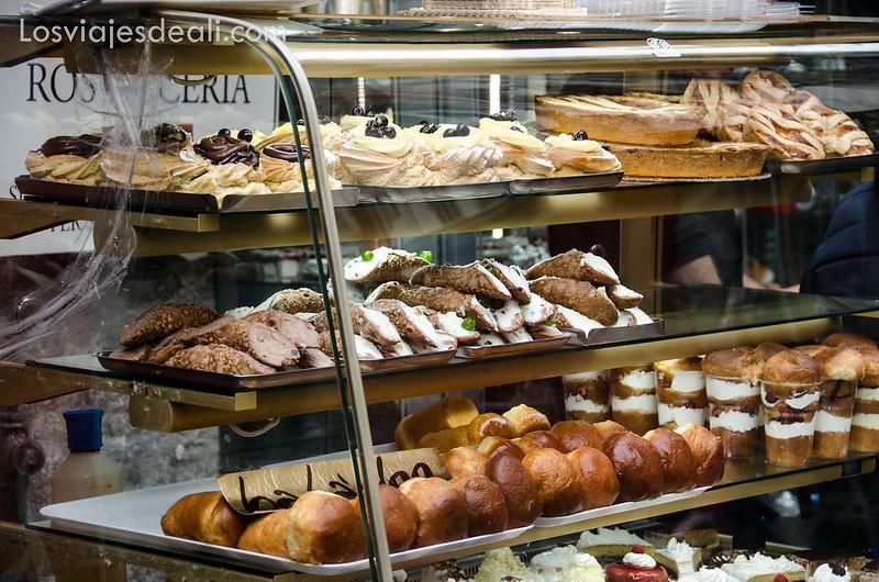 paseos por Nápoles pastelería