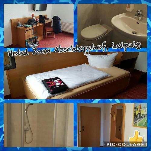 Hotel Zum Abschlepphof in Leipzig. Gemütlich, günstig und in der Nähe der Messe. Kann ich wärmstens empfehlen. Bin das dritte Jahr in Folge hier. #hotel #zumabschlepphof #leipzig #hotelroom #hotelzimmer
