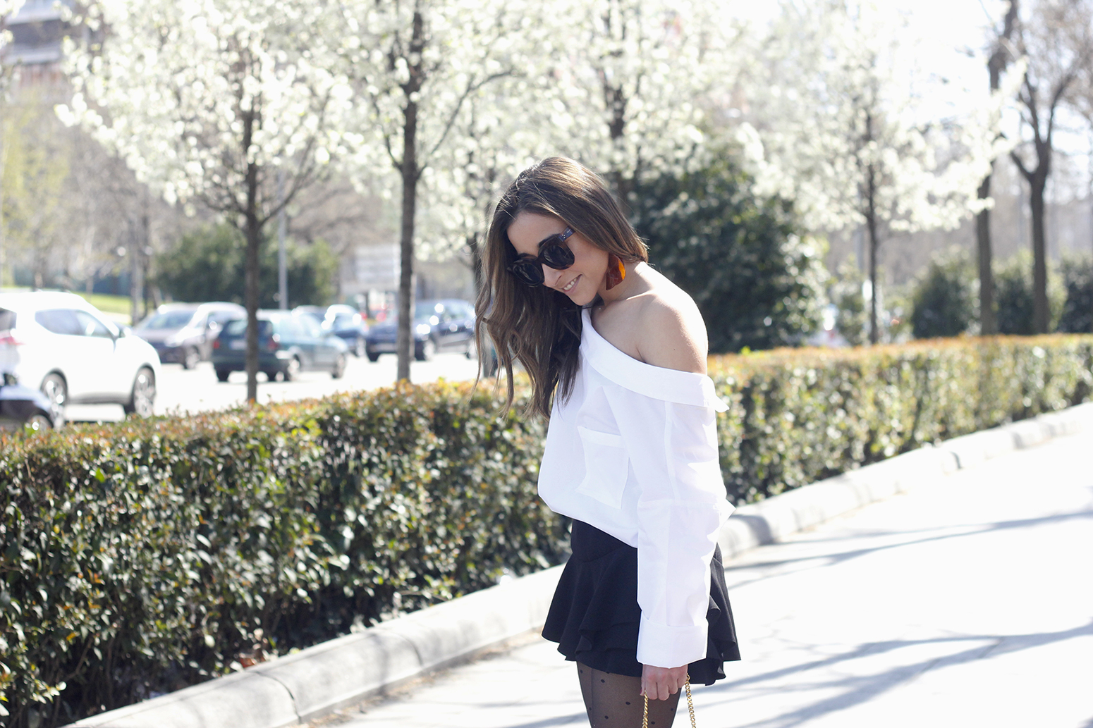 Ruffled shorts white shirt saint lauren bag céline outfit style04