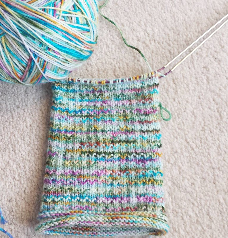 💙💙💙 pattern - Pebbles by @knittingexpat yarn - @yarnink in the Siren colorway #knittersofinstagram #socktawk #operationsockdrawer #craftastherapy #sockknittersofinstagram #makersgonnamake