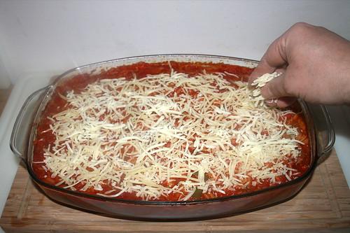 68 - Mit Käse bestreuen / Dredge with cheese