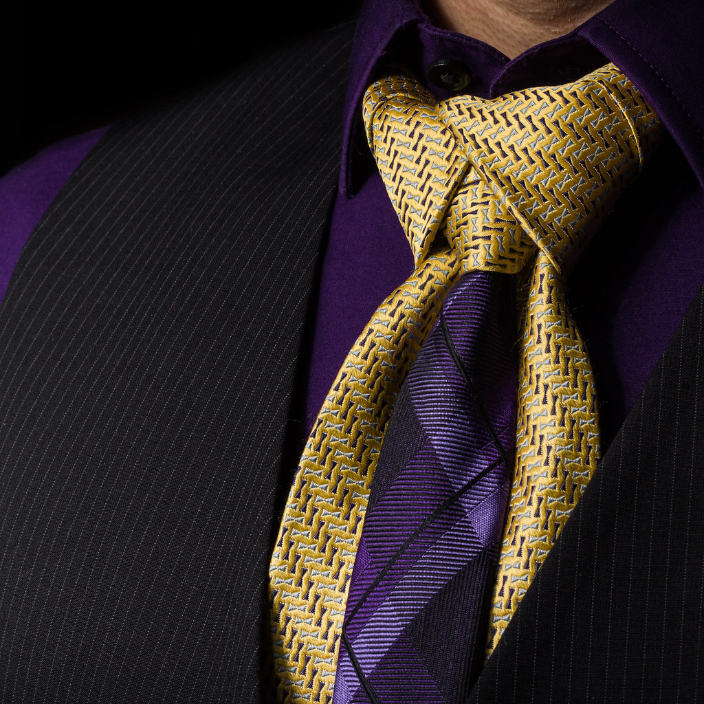 Merovingian knot a two tone tie i made yongnuo yn560iii po flickr merovingian knot by hejemoni fbauzonx on instagram ccuart Image collections