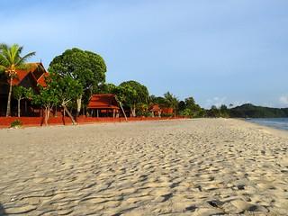 La plage de Pentai Cenang à côté de l'hôtel
