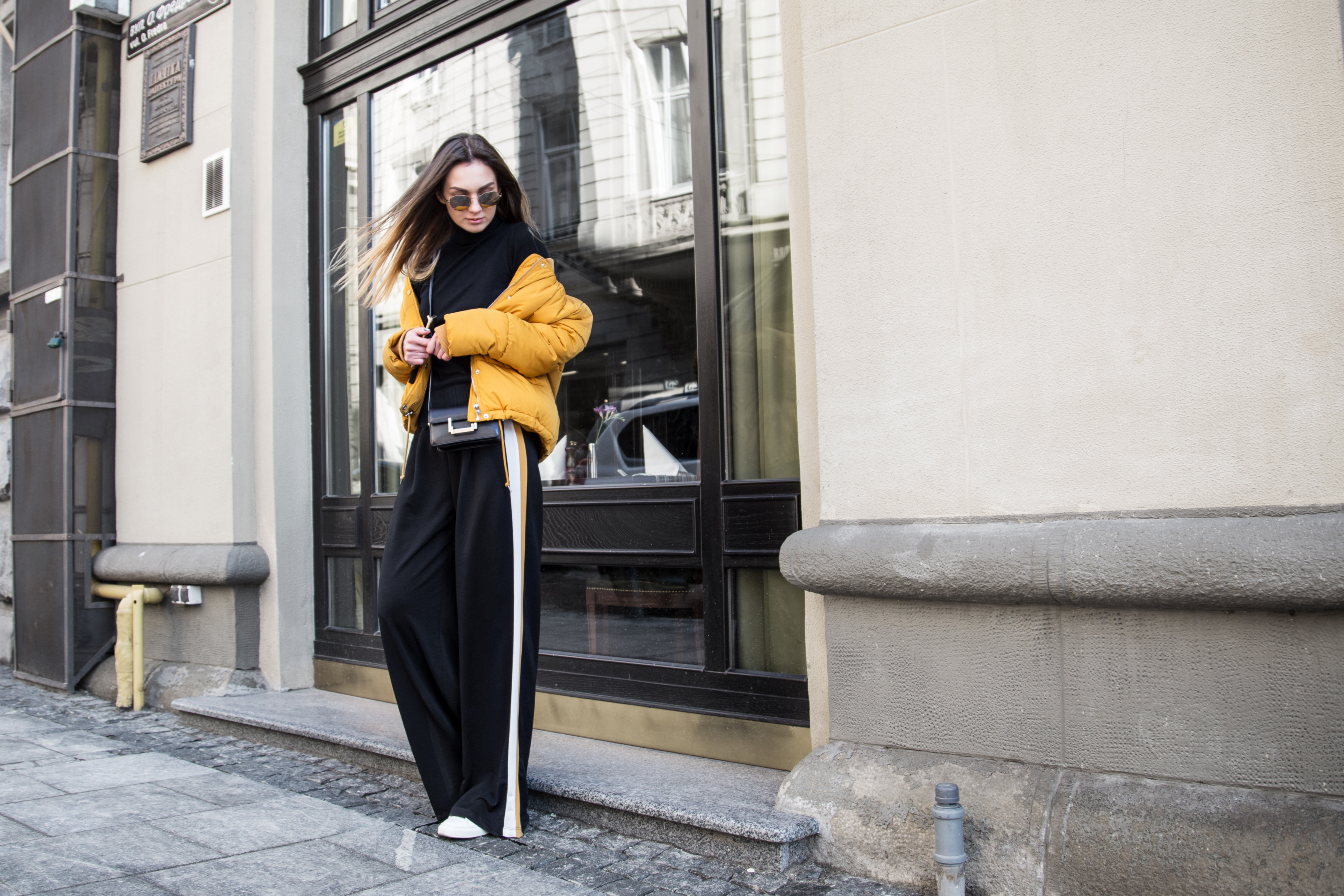 puffer-jacket-track-pants-outfit-street-look