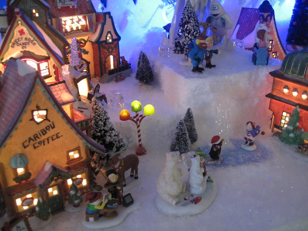 Dept 56 North Pole/Christmas Village Display | Halloween/Christmas ...
