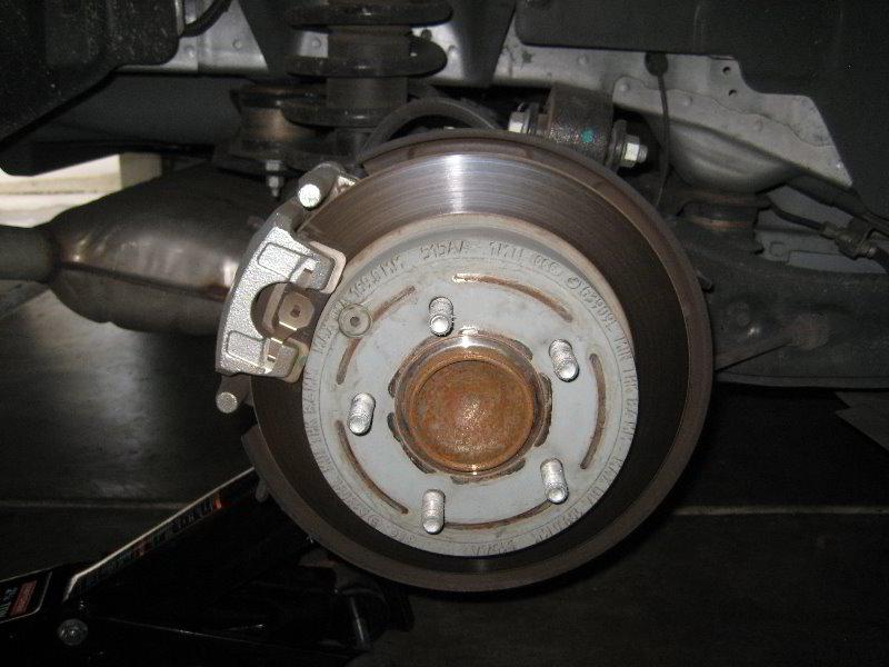 Chrysler 200 brake pads