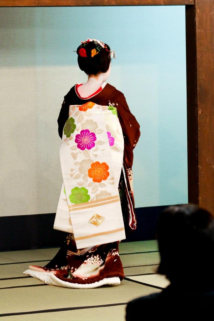 Geisha De Dos kyoto - geisha, maiko, kimono de dos | denis havart | flickr