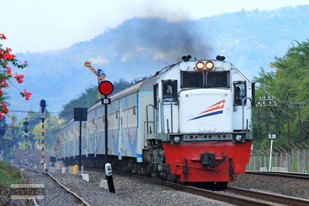 Kereta Api Krakatau (Krakatau Train)
