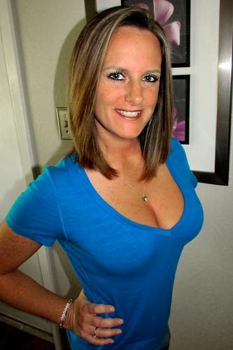 Busty amatuer mom pics