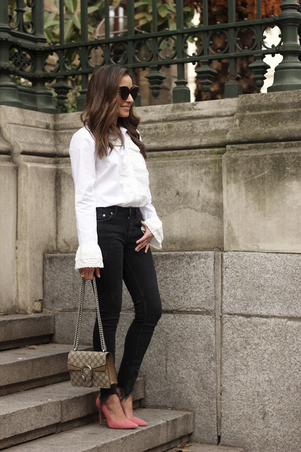 White ruffled shirt pink heels black jeans uterqüe gucci bag céline outfit style01