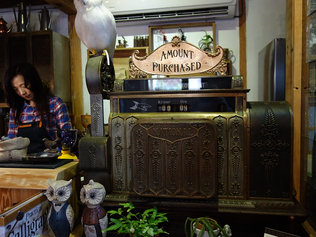 後來我們才知道這是一台古董收銀機!@波提娜麗精品咖啡
