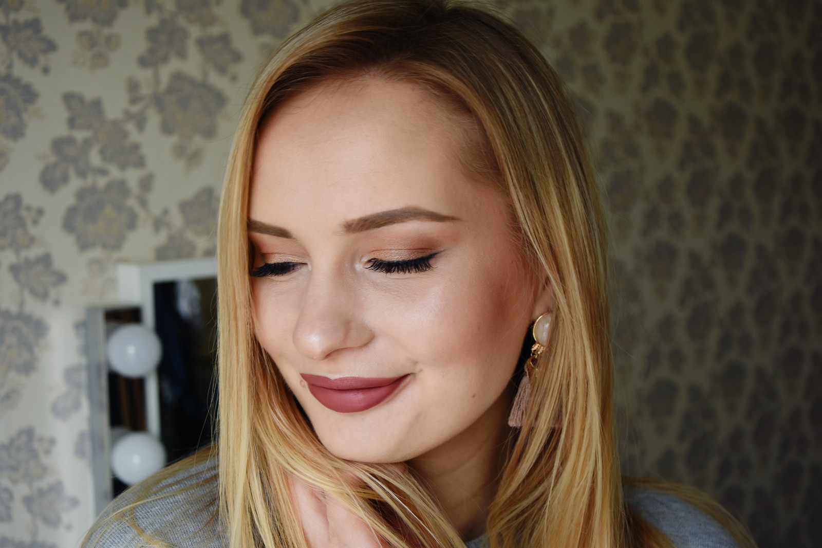 Brown lipstick makeup look