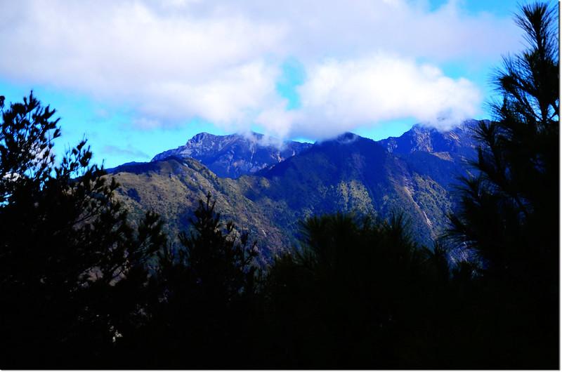 登山途中東望玉山群峰 1