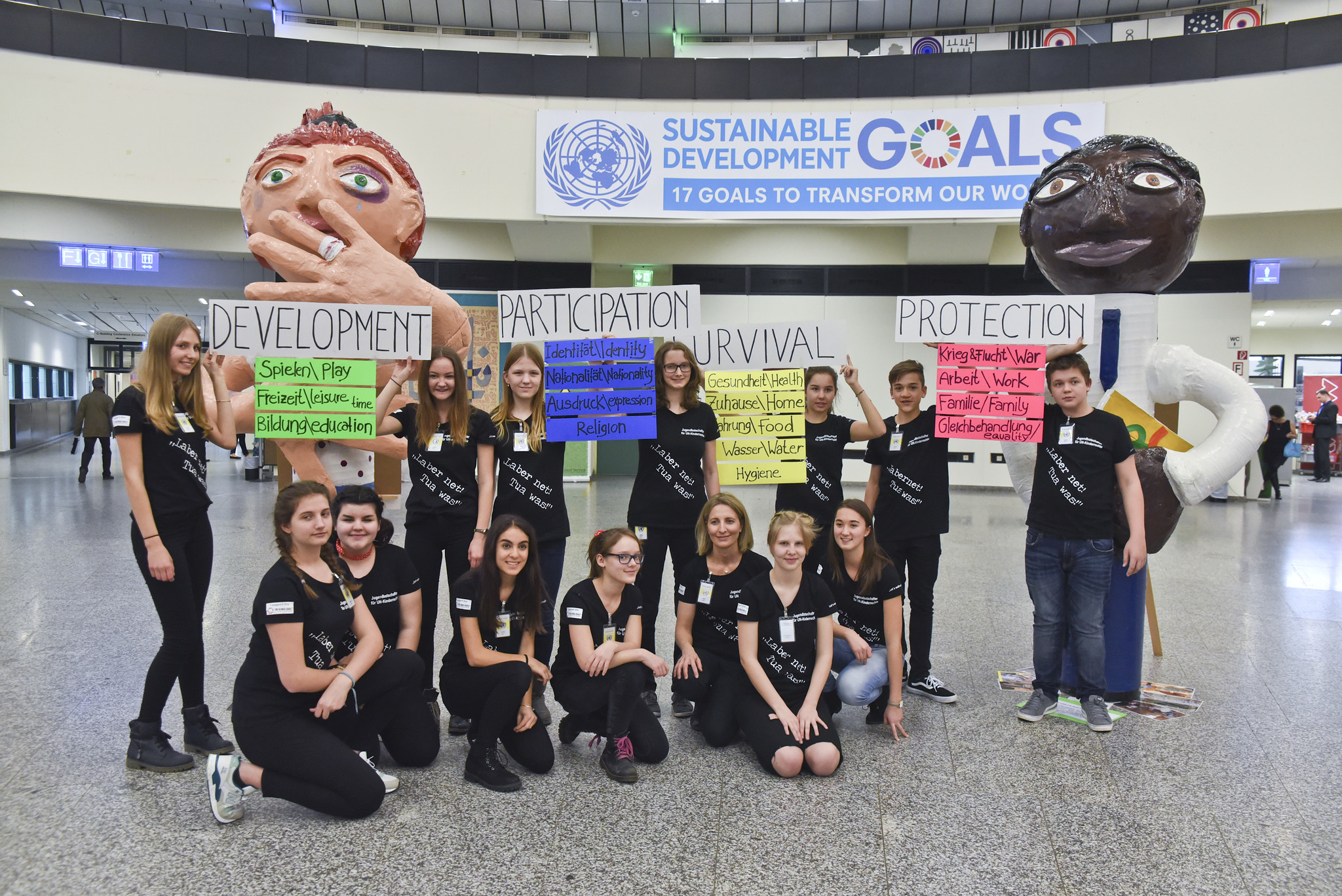 """Exhibition """"Giant Children representing the UN-Convention on the Rights of the Child"""""""