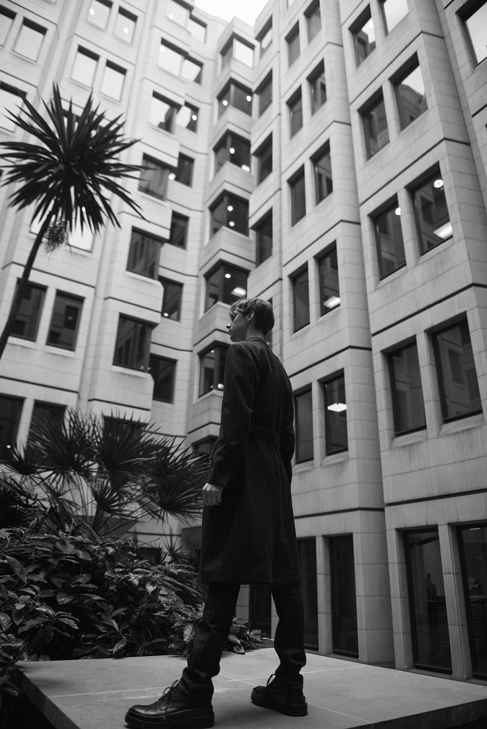 MikkoPuttonen_for_MatchesFashion_Matchesman_StellaMcCartney_menswear_collection_ss17_oufit_architecture_photography_London_PawelAdam10_bw_web