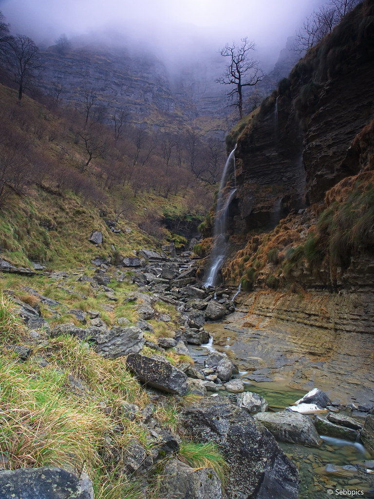 Camino del Salto de Nervion 32958106501_18282bee7e_b