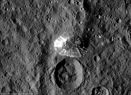 2BA7538000000578-3210477-This_tall_conical_mountain_on_Ceres_from_a_distance_of_915_miles-m-17_1440521579275