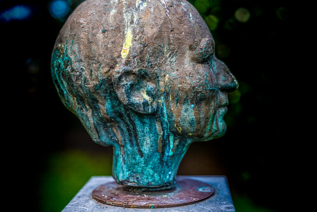 BUST OF DOROTHY WALKER BY OISIN KELLY [1954]-125473