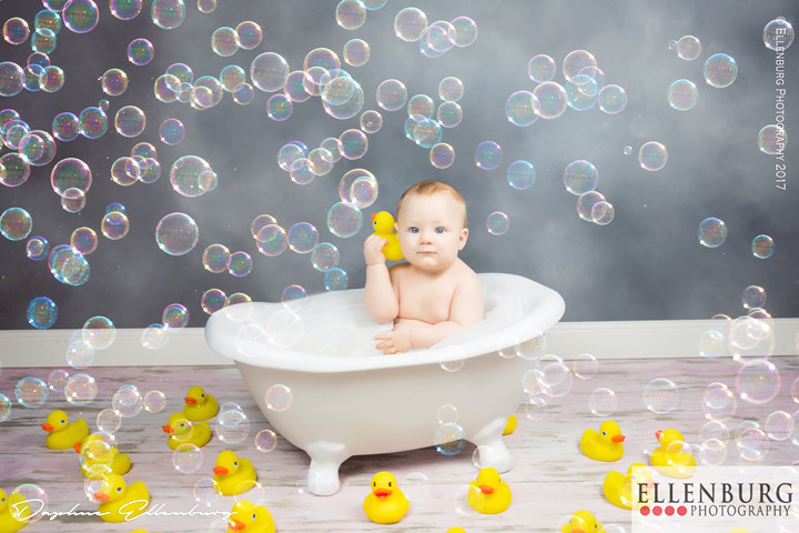 Saraland Alabama Baby Photographer | Ellenburg Photography | Baby in bath with bubbles