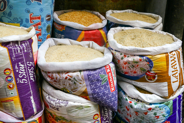 A variety of rice in the bazar, Jodhpur, India ジョードプル 色んな種類の米