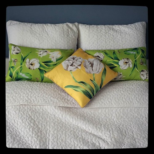 New throw pillows for my bed, florals from #ZaraHome, #kuzzzmahomesweethome