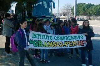 """Noicattaro. L'Istituto Comprensivo """"Gramsci-Pende"""" a Bari contro le mafie front"""