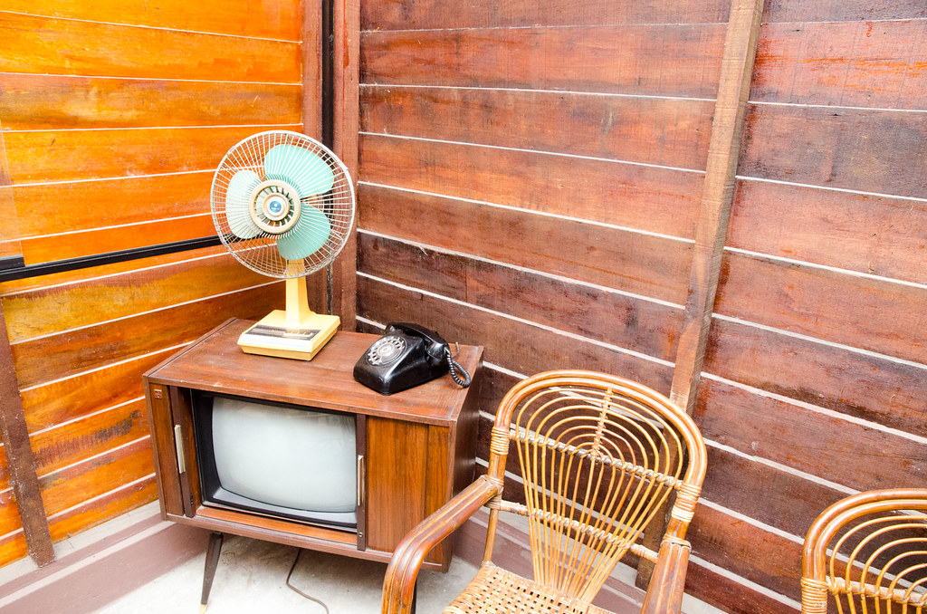 Old fan, old TV and old phone.