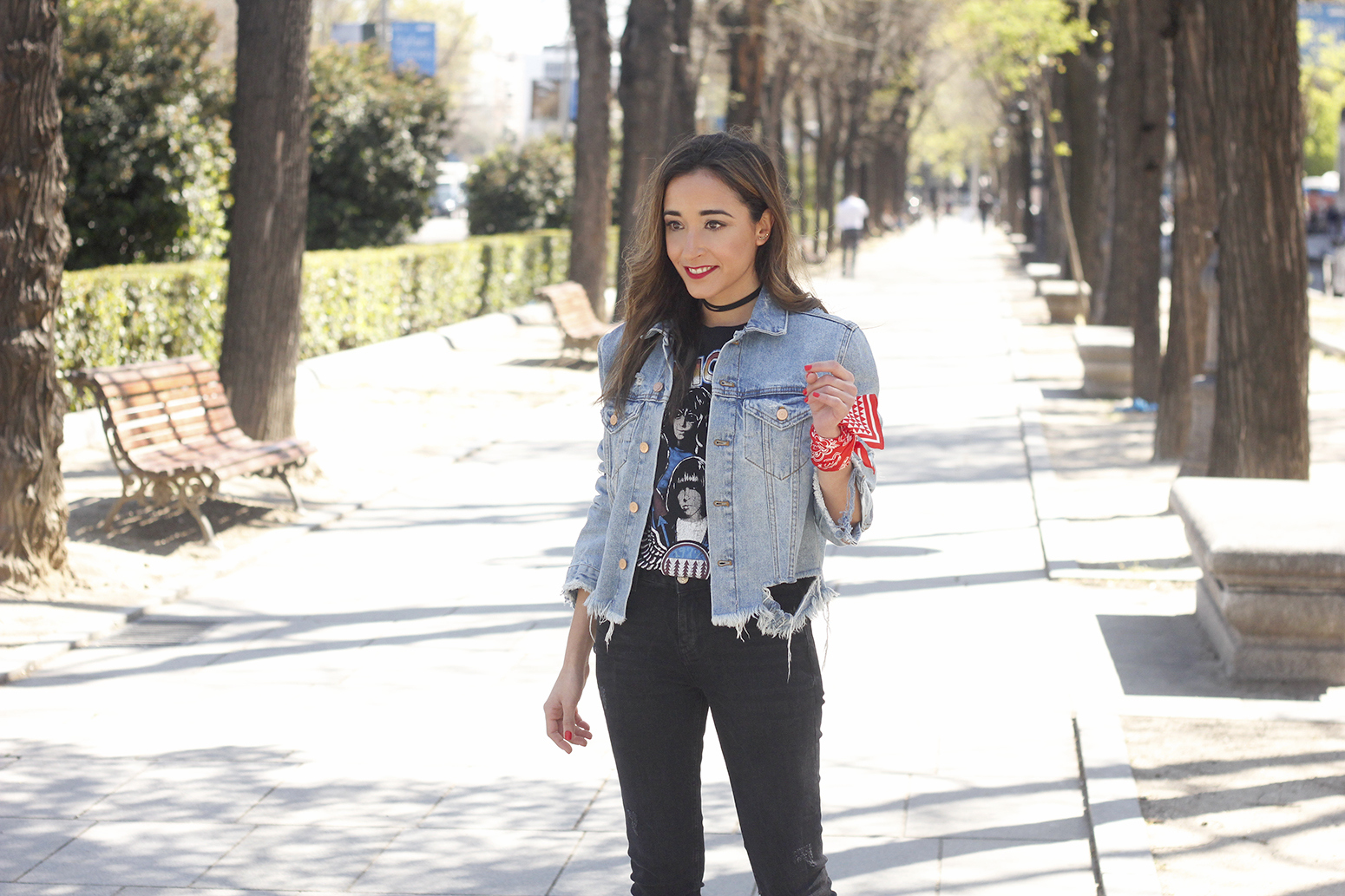 Ripped denim jacket black jeans ramones t-shirt heels style outfit fashion14