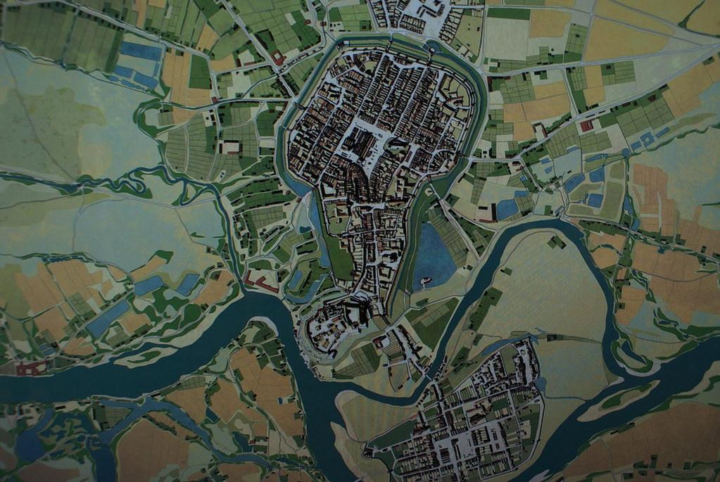 Plan de Cracovie au 16 ou 17e siècle. On distingue au sud la Cité de Kazimierz, puis en remontant le chateau et la Vieille Ville entouré de douves et de remparts.