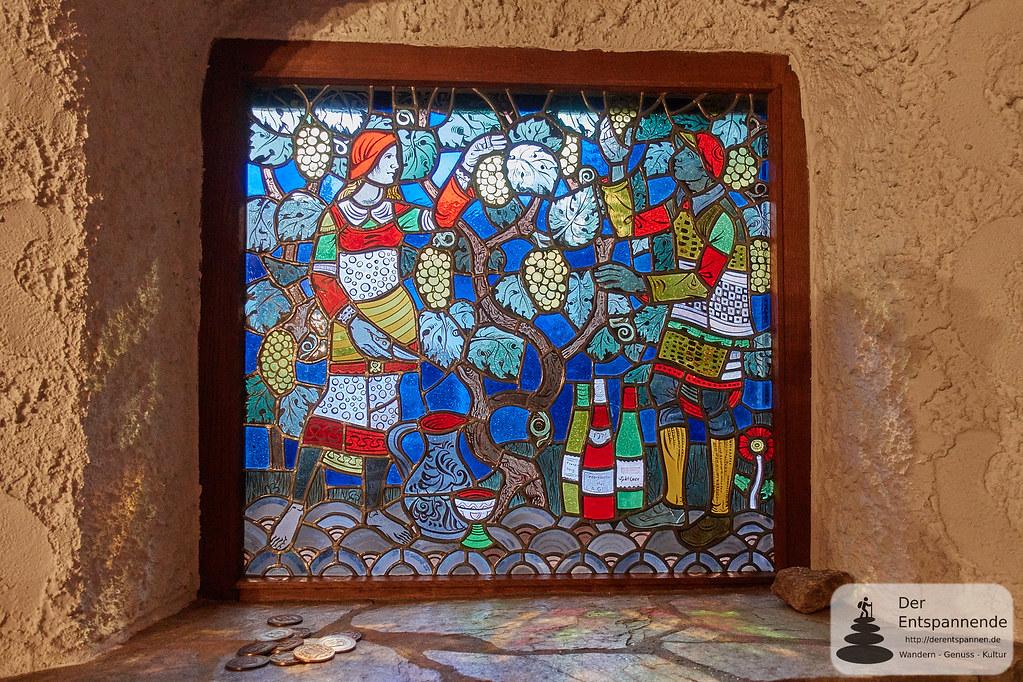 Glasfenster von Heinz Hindorf im Weingut Christmann