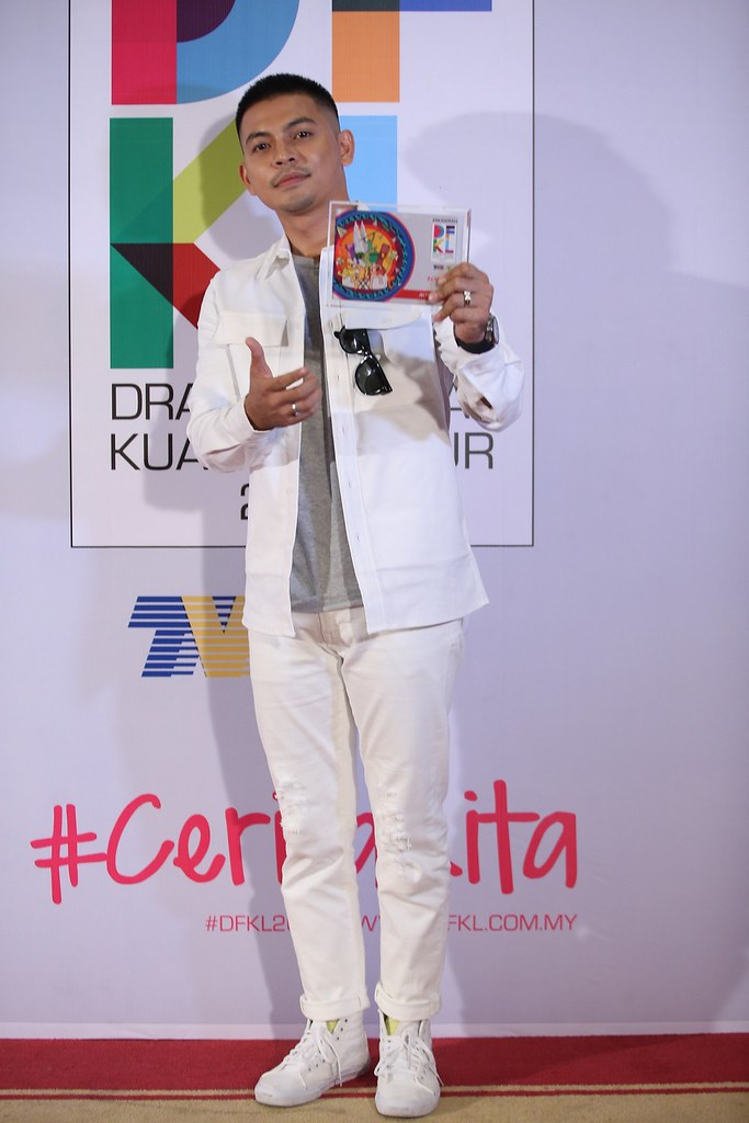 Anugerah Antagonis Pilihan DFKL 2017 - Izzue Islam - Patahnya Sebelah Sayap