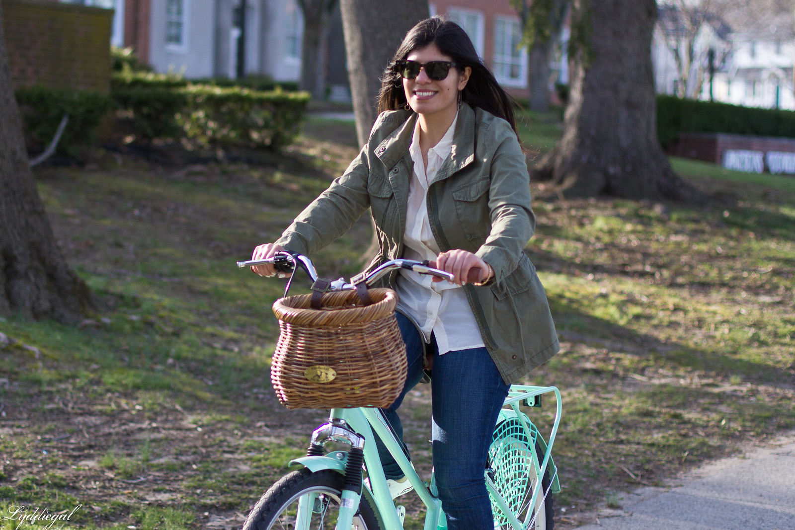 bike riding outfit, white shirt, green field jacket, white converse.jpg