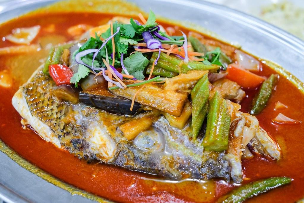 Serangoon Central Hawkers: Lao Ban Niang Zhu Chao Assam Fish Head