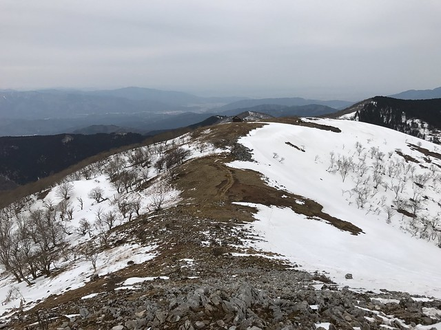霊仙山 経塚山より避難小屋