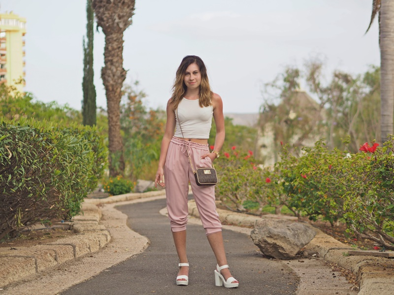 light-outfit-nude-pink-pants-white